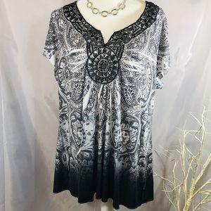 EUC Apt 9 black & white sz 3X blouse. stretchy